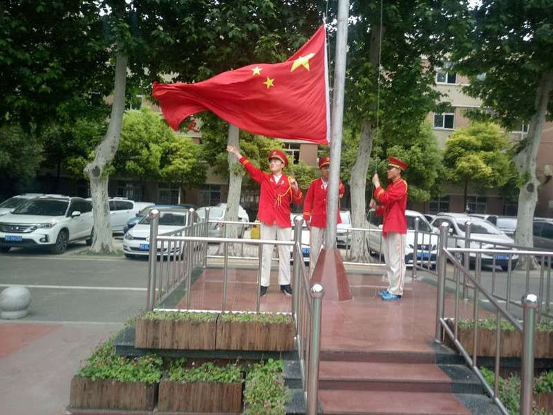 第十三周国旗下的演讲  三(8)班  郑双迪